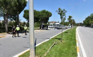 Balıkesir'de refüje çarpan hafif ticari aracın sürücüsü öldü