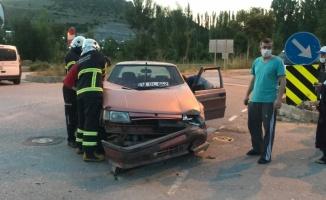 Bilecik'te minibüsle çarpışan otomobildeki 2 kişi yaralandı
