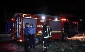 Bursa'da araziye bırakılan kimyasal maddenin alev alması sonucu çıkan yangın söndürüldü