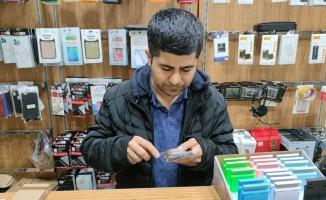 Bursa'da cep telefonu bataryasının patlaması güvenlik kamerasınca görüntülendi