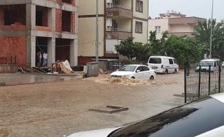 Bursa'da şiddetli yağış etkili oldu