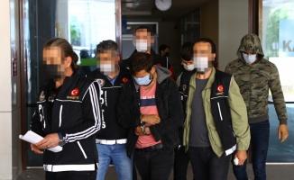 Edirne'de dur ihtarına uymayan araçtaki 3 uyuşturucu şüphelisinden biri tutuklandı