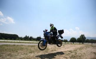 Jandarmanın motosikletli trafik ve asayiş timleri Bursa'da yetişiyor