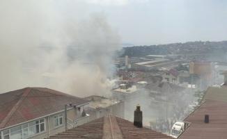 Kocaeli'de apartmanın çatısında çıkan yangın 4 binada hasara neden oldu