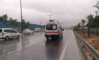 Kocaeli'de bariyerlere çarpan panelvanın sürücüsü yaralandı