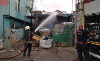 Gebze'de gecekonduda çıkan yangın hasara sebep oldu