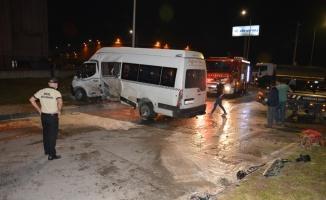 Tekirdağ'da işçi servisi ve otomobil çarpıştı: 8 yaralı