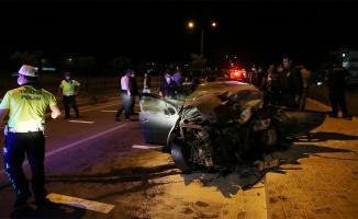 Ters yöne giren otomobilin sivil ekip aracıyla çarpışması sonucu iki kişi hayatını kaybetti