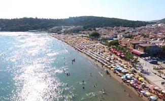 İzmir Menderes'in sahilleri milyonları ağırladı