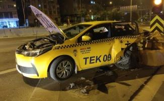 Kadıköy'de kaza yapan sürücü olay yerinden kaçtı
