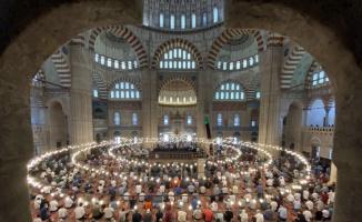 Kırkpınar için kente gelen pehlivanlar cuma namazlarını Selimiye Camisi'nde kıldı