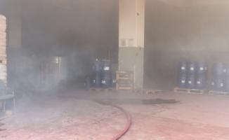 Kocaeli'de çıkan yangında kimya fabrikasının deposundaki ürünler hasar gördü