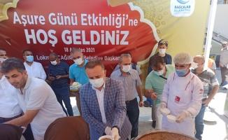 Bağcılar Belediyesi vatandaşlara aşure ikram etti