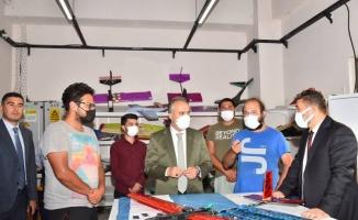 Bursa'da teknoloji yarışındaki gençlere büyük destek