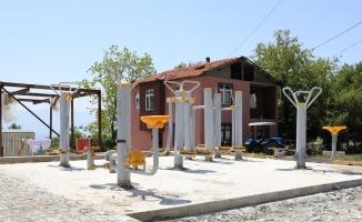 Kocaeli İzmit Belediyesi Çubuklubala Parkı'na spor aletleri yerleştirdi