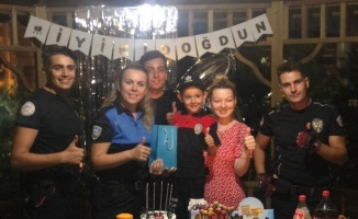 Tekirdağ'da polisten 6 yaşındaki Aras'a sürpriz doğum günü kutlaması