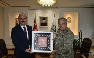 1. Ordu Komutanı Korgeneral Yeni, Edirne Valisi Canalp'i ziyaret etti