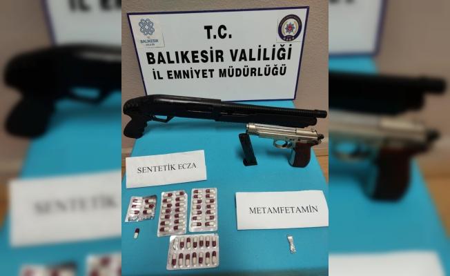 Balıkesir'de çeşitli suçlardan aranan 4 kişi tutuklandı