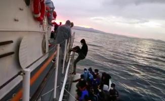 Balıkesir'de Türk kara sularına geri itilen 31 düzensiz göçmen kurtarıldı