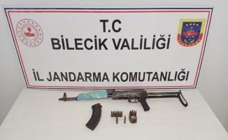 Bilecik'te aracında uzun namlulu silah ele geçirilen şüpheli gözaltına alındı