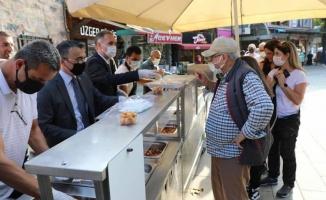 Bursa İnegöl'de ahilik için lokma ikramı