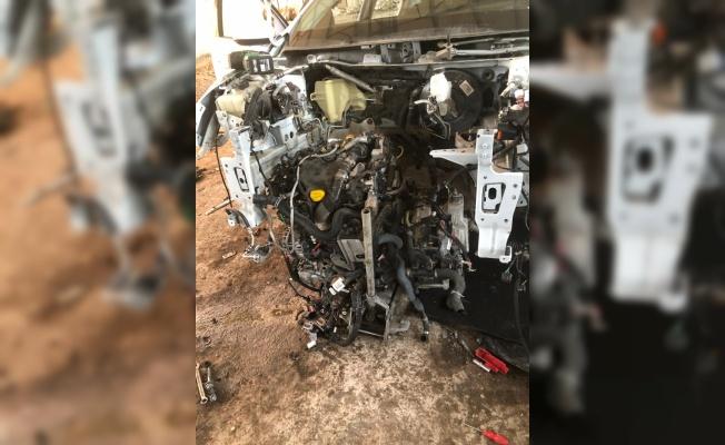 Çalıntı ve hacizli araçları parçalayıp sattıkları iddia edilen 2 kişi yakalandı