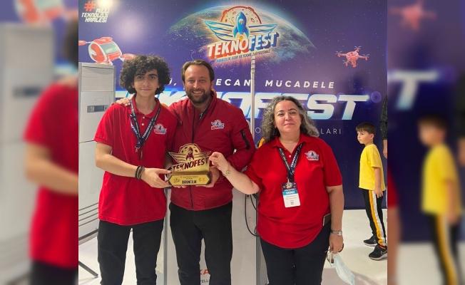 Bursalı lise öğrencisi TEKNOFEST 2021'den birincilik ödülüyle döndü