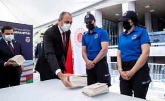 Cezaevlerine onbinlerce kitap bağışı yapıldı
