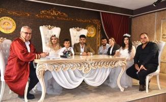 Edirne'de 5 dakika arayla evlenen kuzenler birbirlerinin nikah şahidi oldu