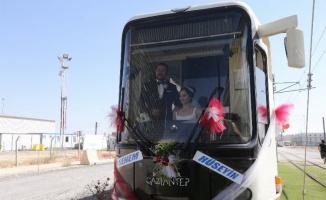 Gaziantep'te vatman çiftin düğün aracı da tramvay oldu