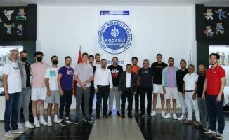 Kocaeli Kağıtspor'da voleybolda imzalar atıldı