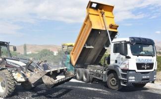 Malatya Kale ilçesinde asfalt çalışmaları devam ediyor