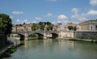 Roma Tiber Nehri'nde binlerce ölü balık