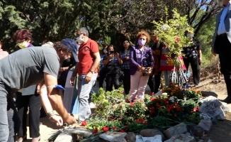 Tuncel Kurtiz vefatının 8'inci yılında kabri başında anıldı