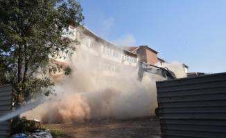 Bursa'da 34 yıllık hükümet konağının yıkımı gerçekleştirildi