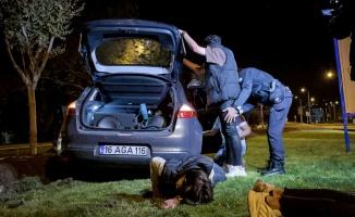 Bursa'da drift yapan alkollü sürücü kaçmak isterken polis aracına çarptı