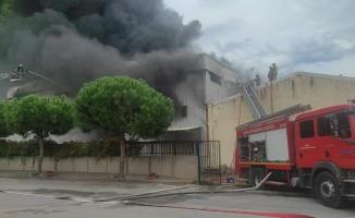 Bursa'da elyaf fabrikasında çıkan yangına müdahale ediliyor