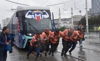 İstanbul'da 47 tonluk treni böyle çektiler