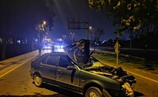 İstanbul'da aracıyla polisten kaçan sürücü Kocaeli'de bariyerlere çarparak yaralandı