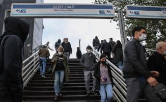İstanbul'da etkili olan sağanak nedeniyle trafikte yoğunluk oluştu