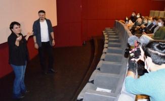 İzmirli ödüllü yönetmenin filmi ilgiyle izlendi