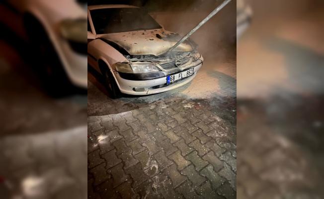 Kırklareli'nde park halindeki otomobil yandı