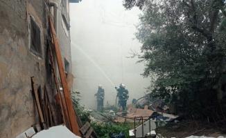 Kocaeli'de 2 katlı binada çıkan yangın söndürüldü