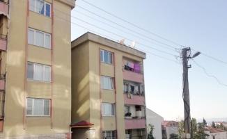 Kocaeli'de 4. kattan düşen çocuk yaralandı