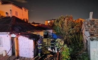 Kocaeli'de evde çıkan yangında 2 kişi hastaneye kaldırıldı