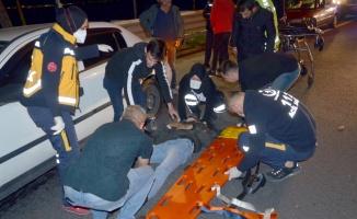 Kocaeli'de otomobilin bariyere çarptığı kazada 2 kişi yaralandı