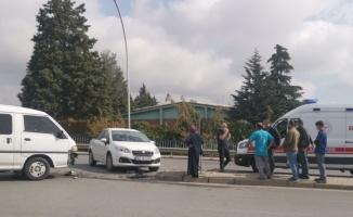 Kocaeli'de panelvanla çarpışan otomobilin sürücüsü yaralandı