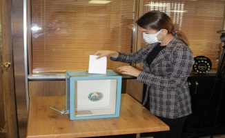 Özbekistan vatandaşları Bursa'da oy kullandı