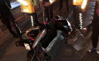 Pamukova'da devrilen motosikletteki 1'i çocuk 2 kişi yaralandı