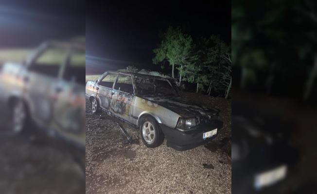 Taraklı'da park halindeki otomobil yandı